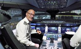 Lentäjä Ari Huusela purjehtii maailman ympäri