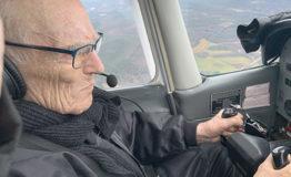 100-vuotispäivän kunniaksi lennolle taivaan sineen