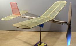 Rakenna itse perinteinen lennokki: Hyttynen