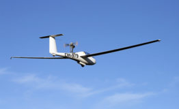 Itsestään starttaava lasikuitukomposiittirakenteinen purjelentokone Glider Air Craft AC-5M